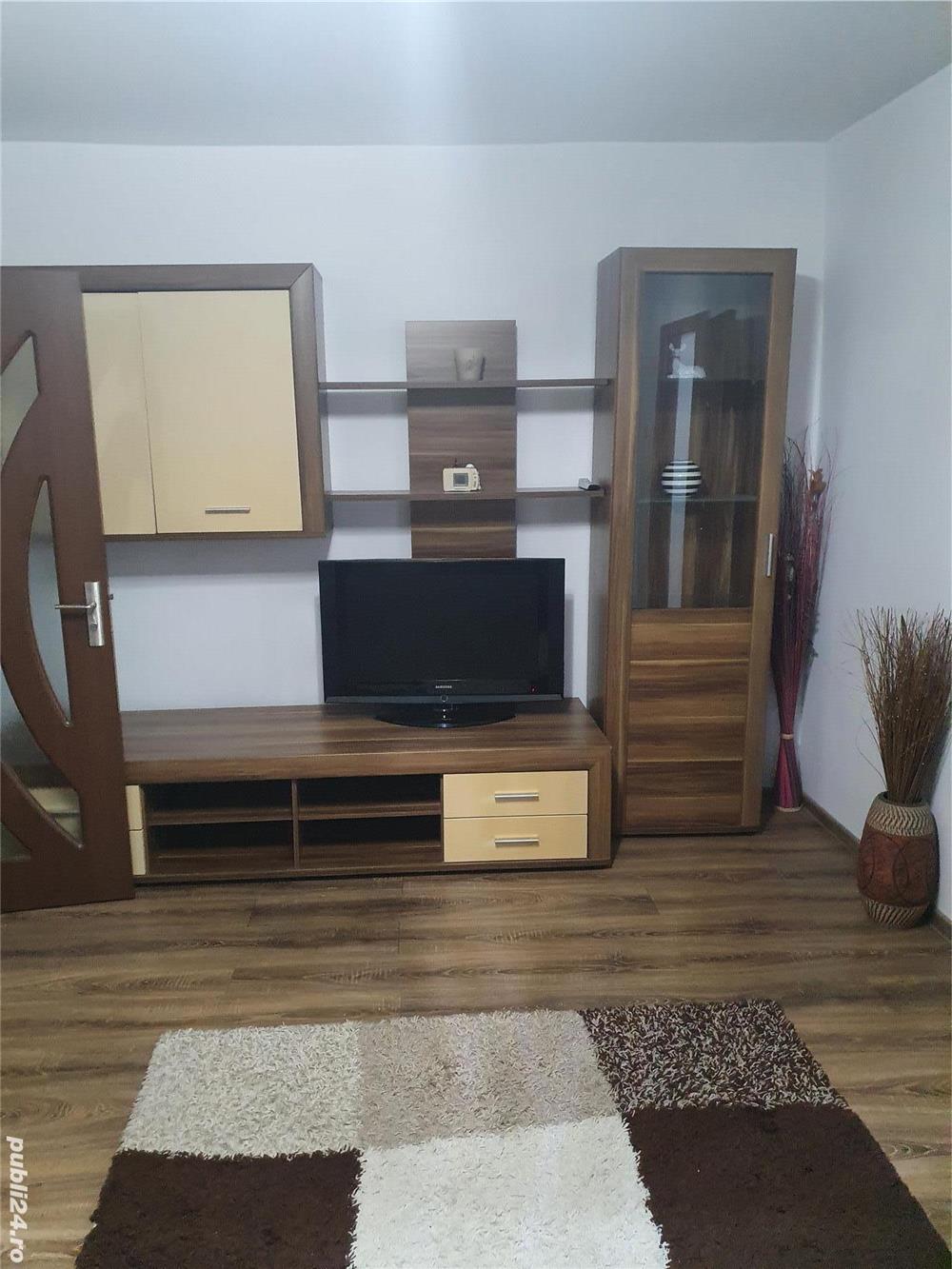 Închiriez apartament 4 camere în Cartierul Micalaca