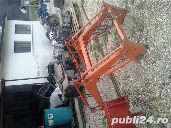 Incarcator hidraulic tractor
