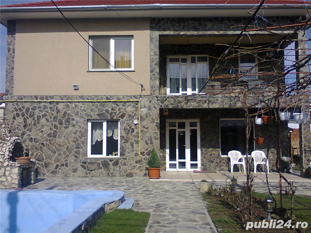 Vand casa cu etaj