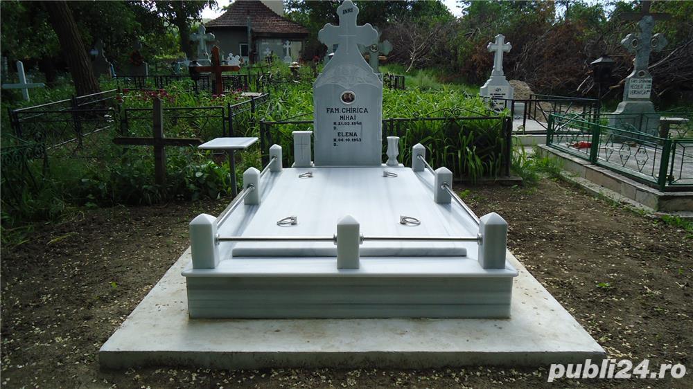 Vand monumente funerare