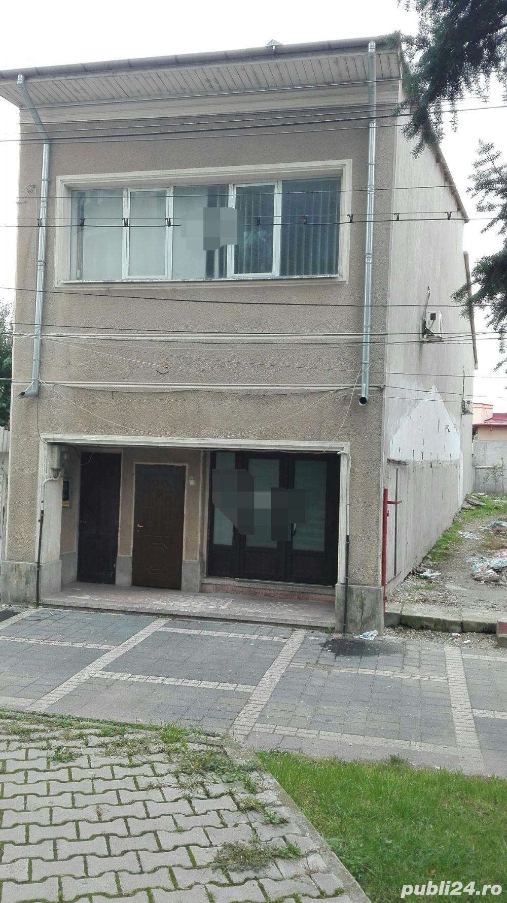Casa + spatiu comercial la parter