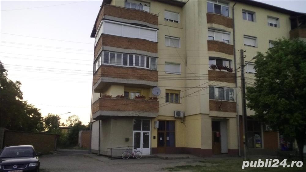 VAND apartament 4 camere decomandate in Nadlac
