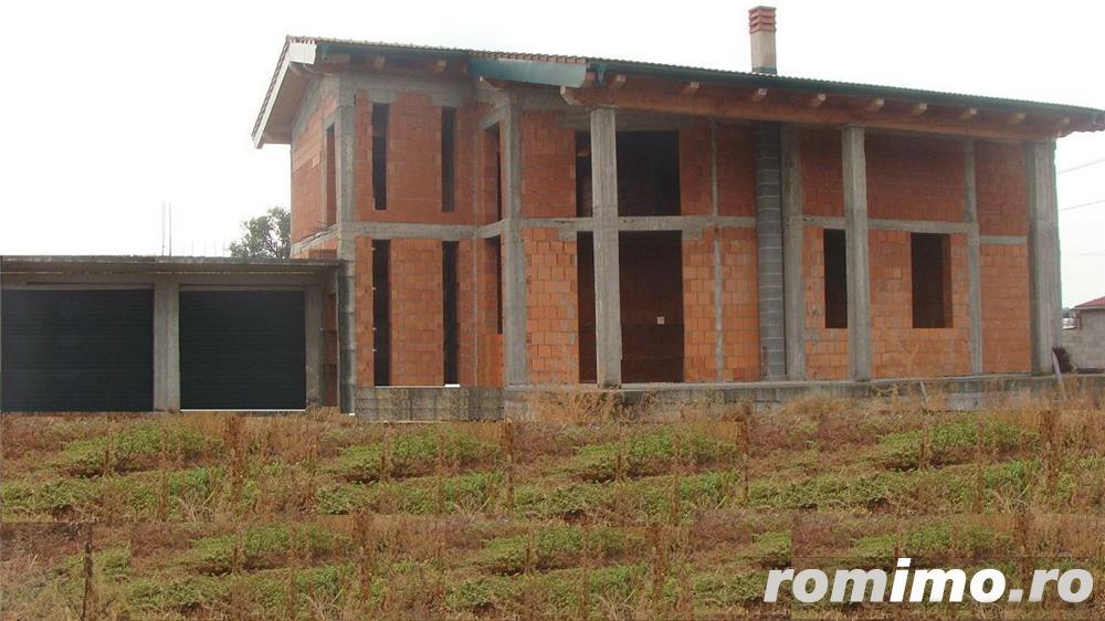 Casa mare la rosu + 2600 mp teren de vanzare Timisoara