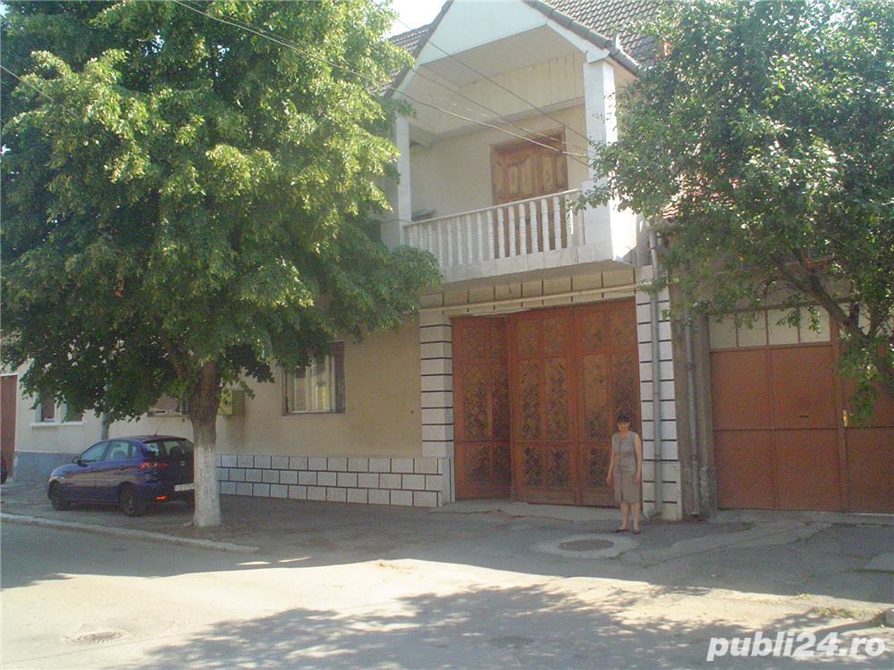 Vand casa superba P+1 cu 13 camere si teren de 978 mp in Caransebes,str. Romanilor.