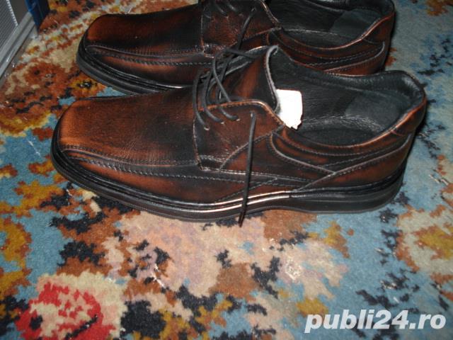 Pantofi sport-piele Masura 41, pe talpa scrie 40 dar el este pentru 41 In perfecta stare