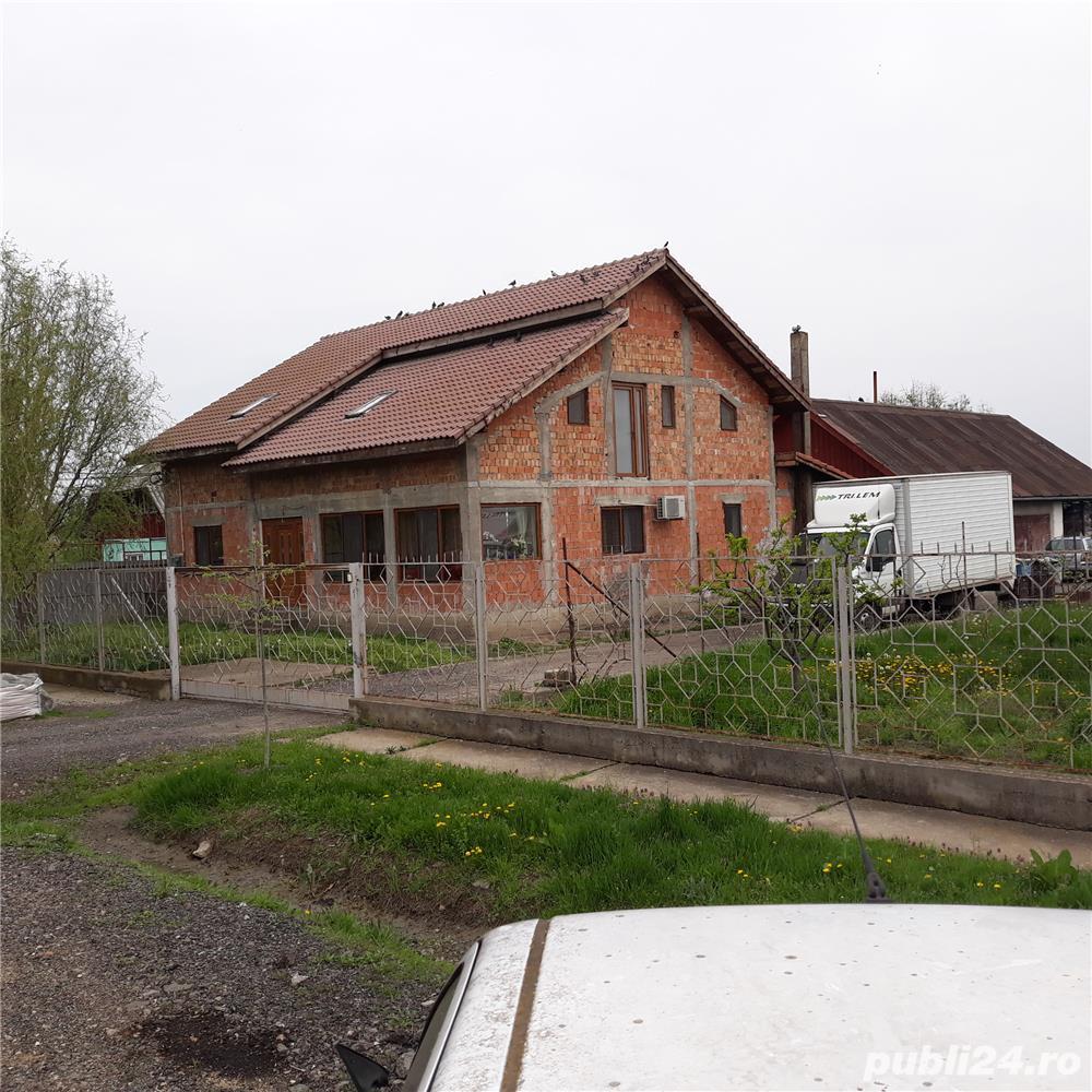 Vand casa cu gradini