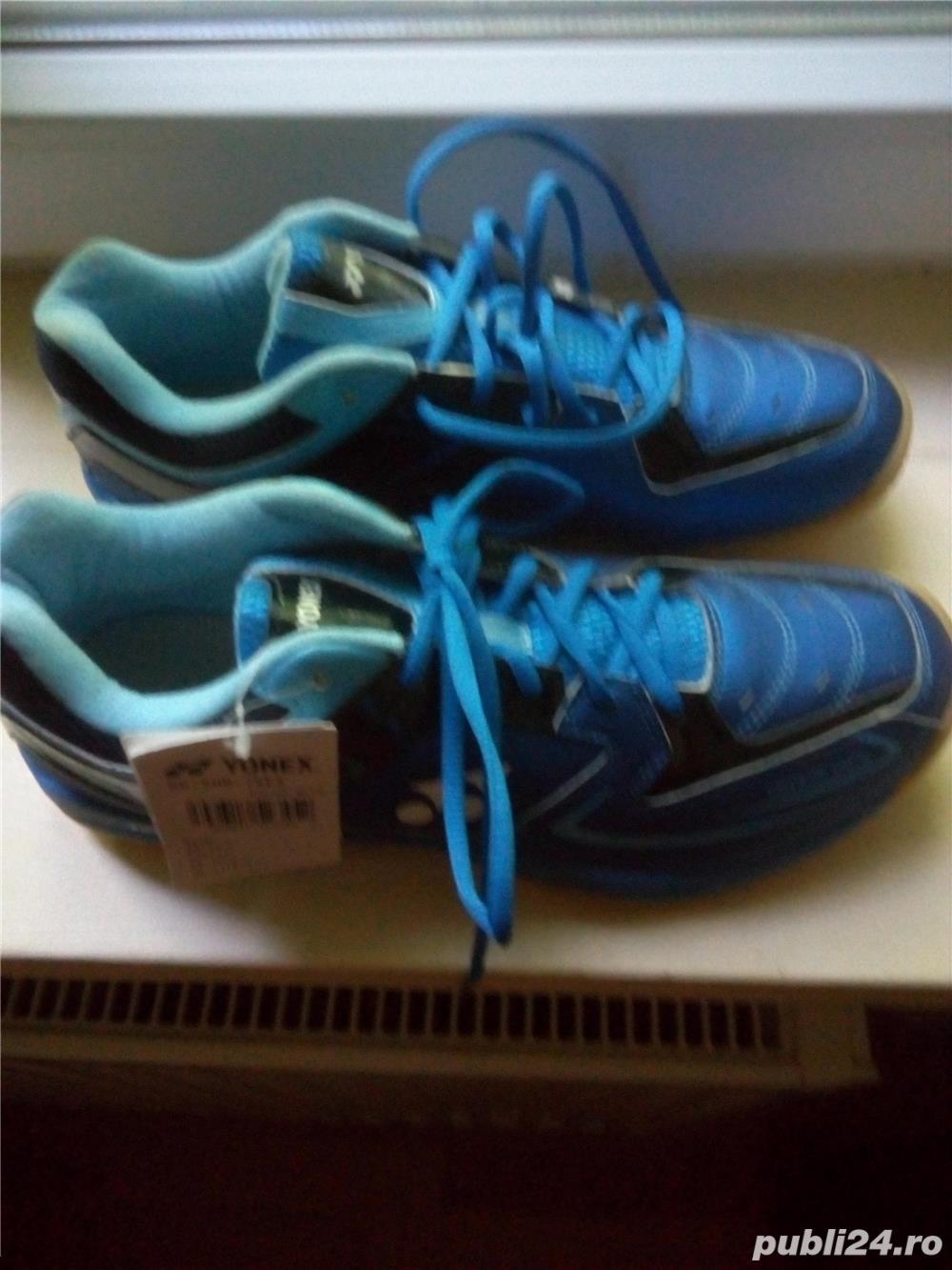 Pantofi sport barbatesti Yonex, culoare albastra,marimea 45,noi.