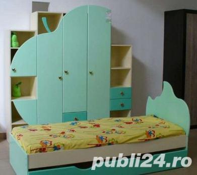 Vand mobiler (usi de dulap, tablii de pat, covor, perdele) camera copii