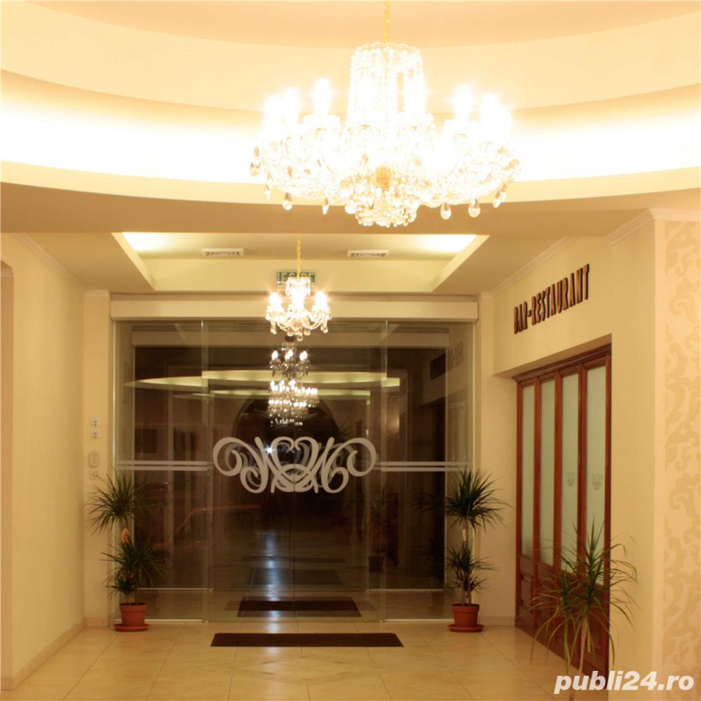 Vand Hotel Central Oradea , D+P+3E,ctr 2008 , SC 4400 , 39 cam , restaurant 120 locuri , piscina ,