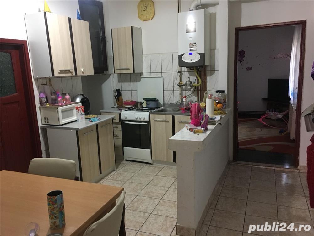 Apartament de vanzare la casa cu 2 camere, zona Alfa
