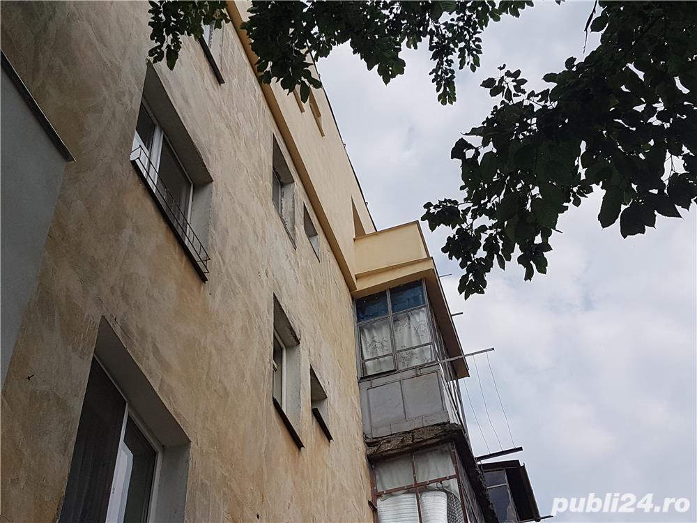 Vand Apartament cu 3 camere - Oravita, Zona-Garii