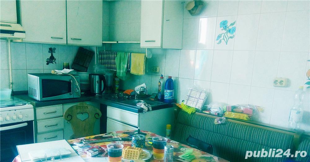 SEMIMOBILAT- Apartament 3 camere confort 1 semidecomandat,