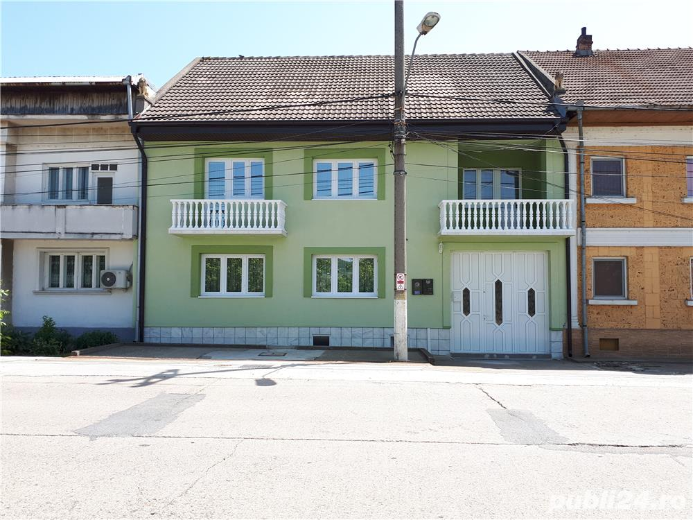 Vanzare  casa  5 camere Caras Severin, Moldova Veche  - 115 EURO