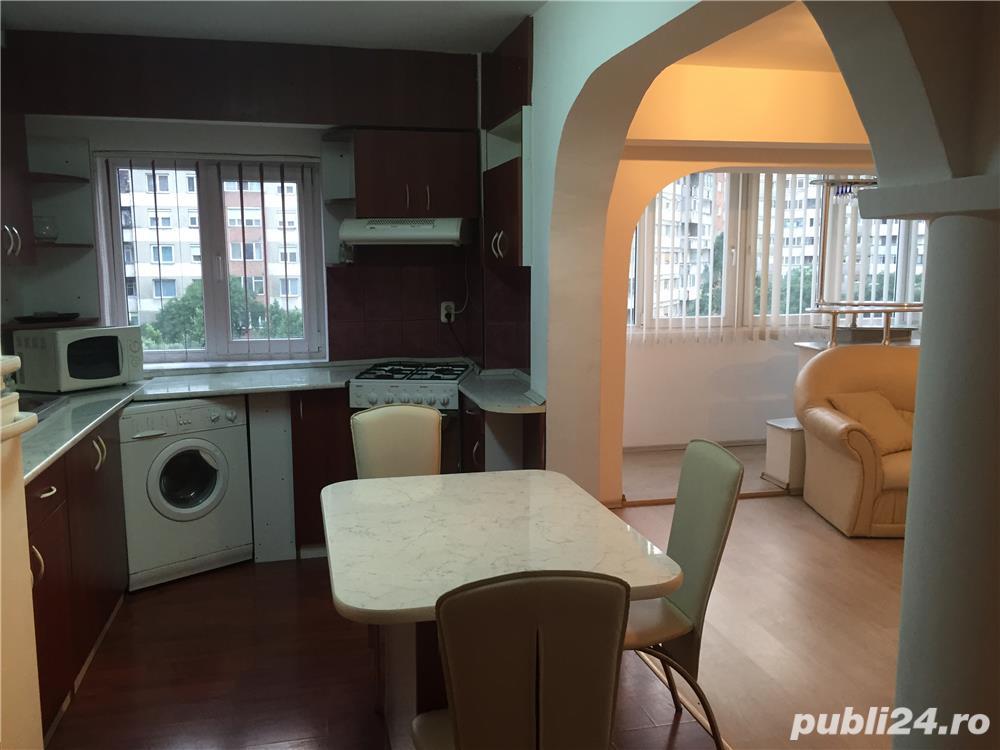 Dau in chirie apartament 3 camere B-dul Dacia Oradea