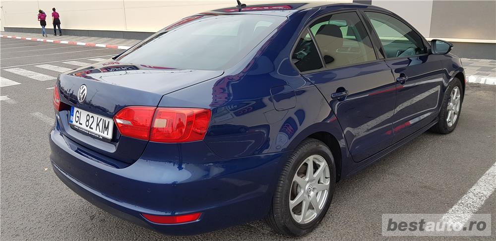 VW JETTA. 2012.DISEL-Cutie AUTOMATA DSG II-Dotari TOP. Impecabila.Limousine culoare Blue Electric