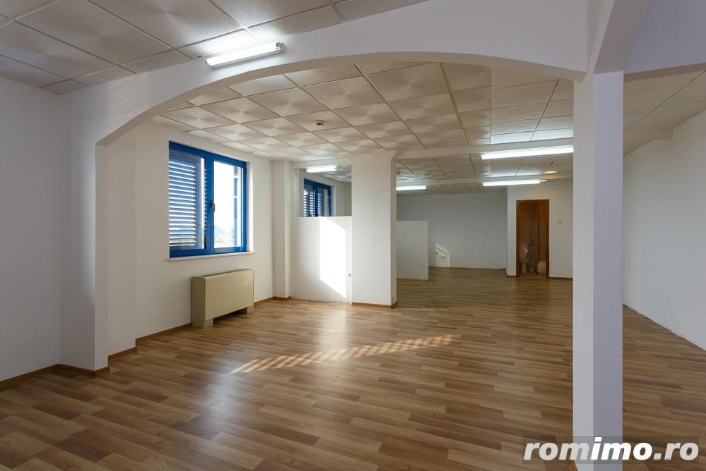 De vanzare cladire pretabila pentru birouri sau pensiune-hotel, situata aprox. la 10 km de Timisoara