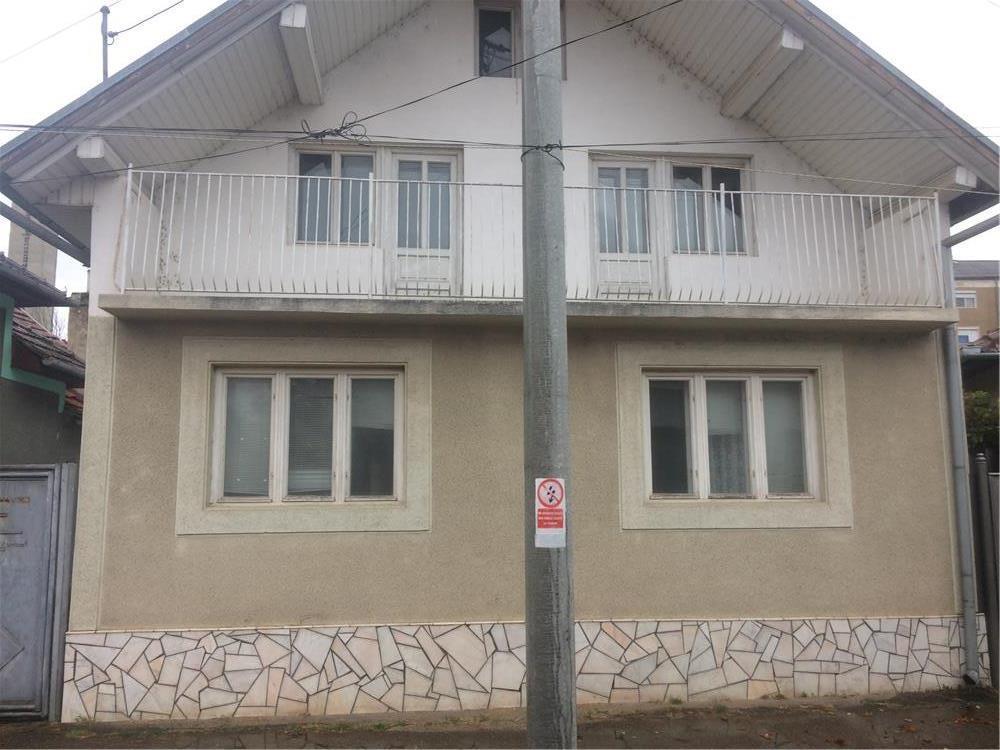 Vand vila/ casa in centru Beius