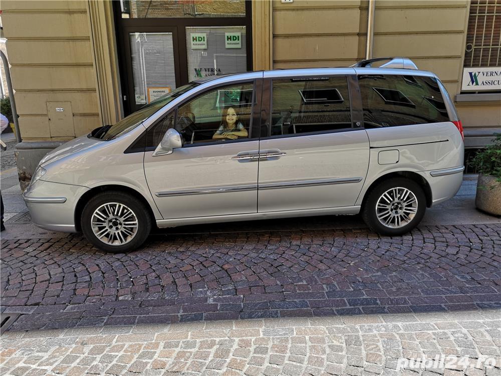 Mașină 7 posturi Lancia phedra