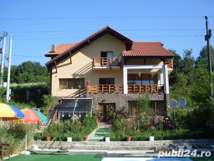 Vanzare  casa  8 camere Valcea, Daesti  - 300 EURO