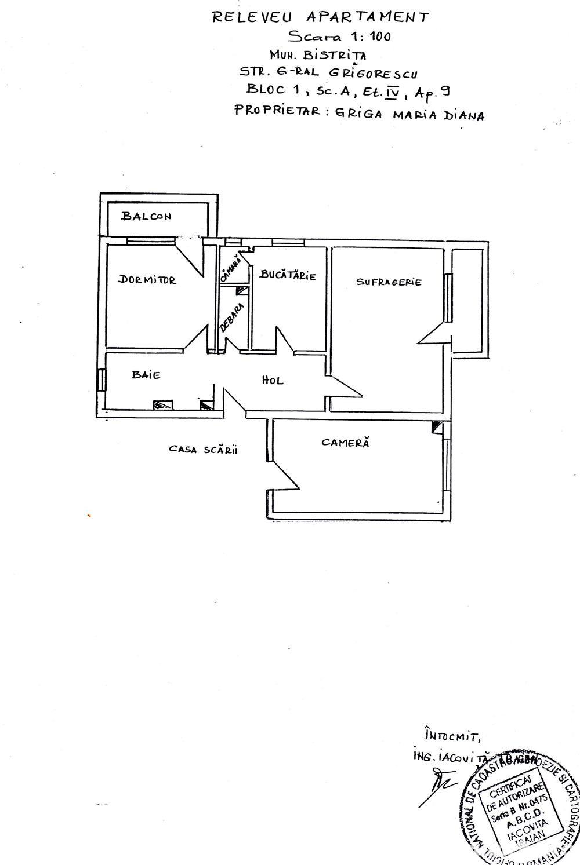 Vând apartament spaţios de 3 camere