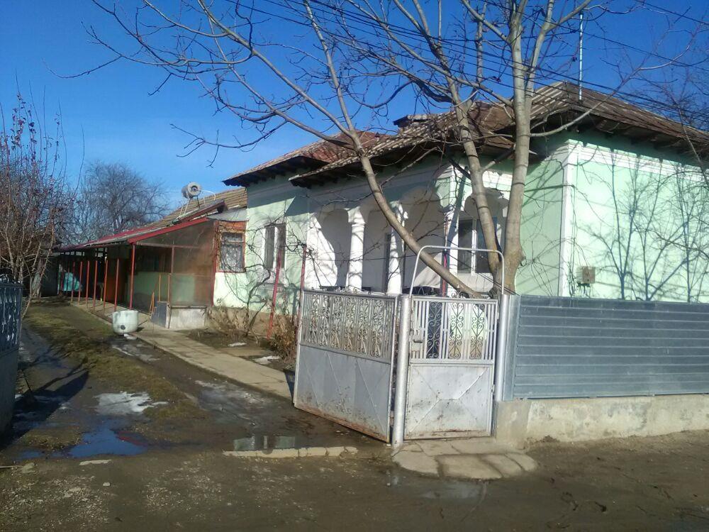 Vând casă în comuna Bujoru jud Teleorman