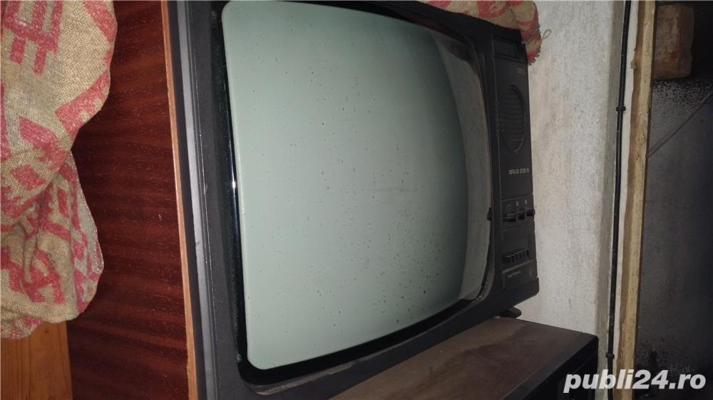 Televizor alb-negru Sirius 208 B + Cadou