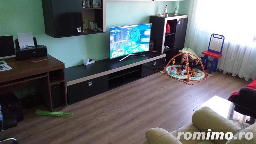 Apartament 2 camere, decomandat, mobilat.