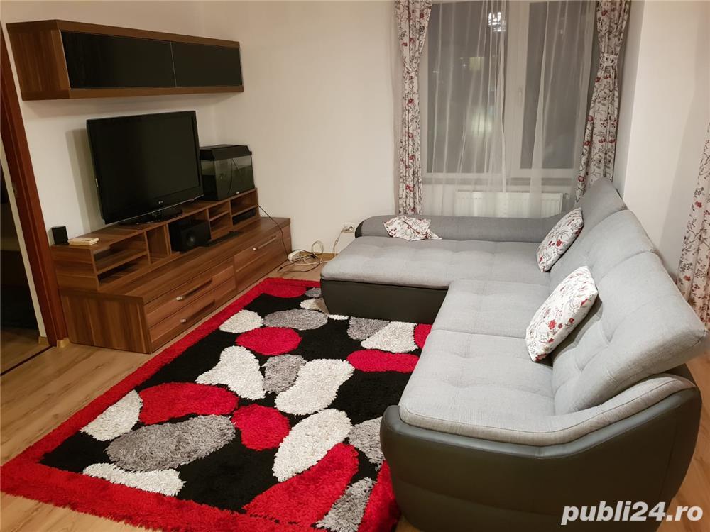 Inchiriez apartament cu 3 camere in Floresti
