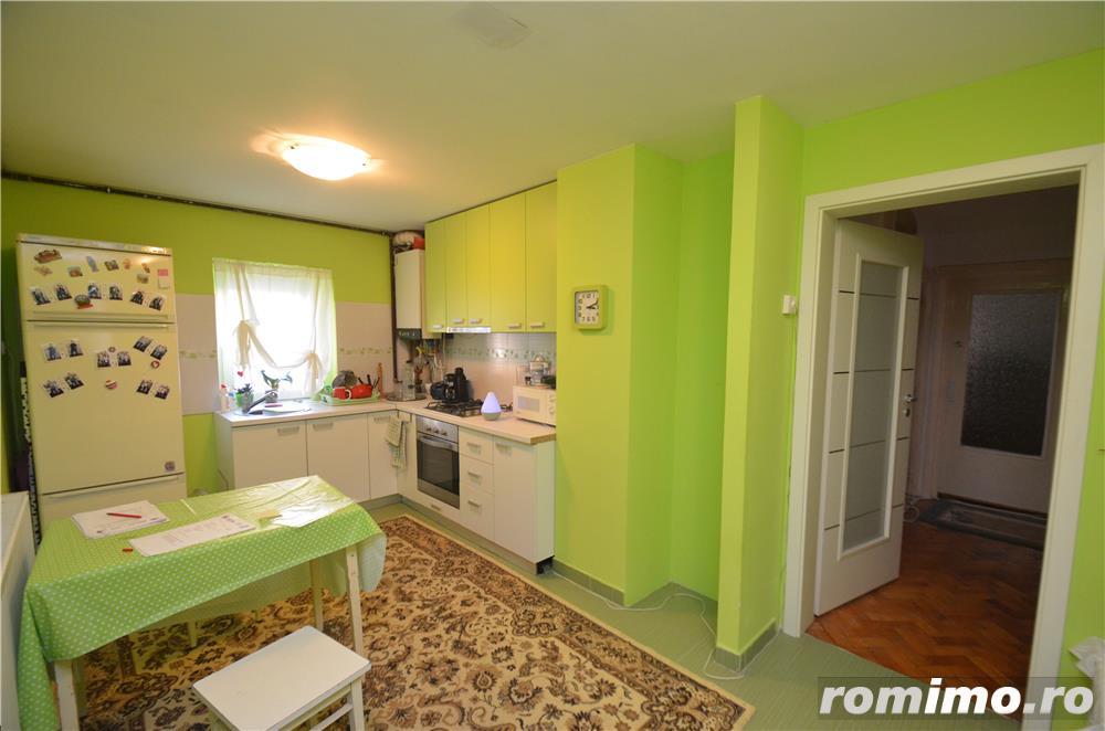 Apartament cu 4 camere decomandat