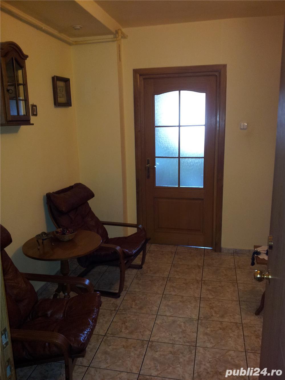Proprietar inchiriez apartament cu 2 camere-CENTRAL - mobilat si utilat complet
