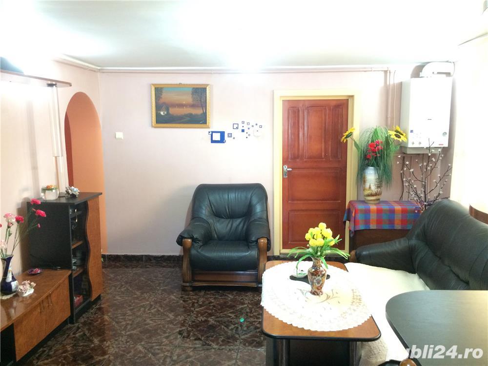 Casa str. Alba Iulia 100 mp. 3 camere 2 bai garaj