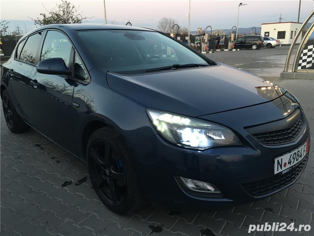 Opel astra 1,4i full klima 2011 navi xenon
