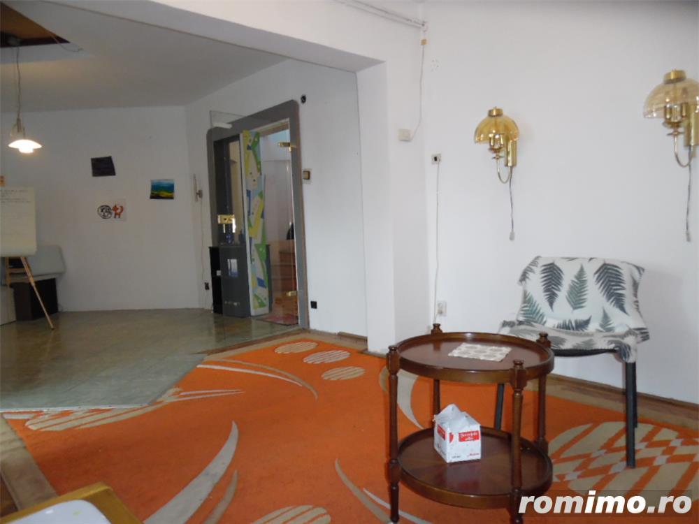 Apartament cu 5 camere transformat in apartament cu 4 camere