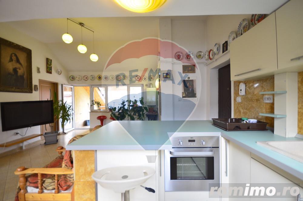 Apartament 98 mp strada Colinei