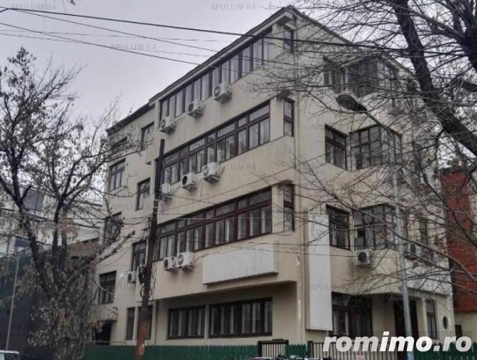 Blocul are 24 camere Zona Aurel Vlaicu - Eminescu ( pretabil birouri, cabinet, investitie)
