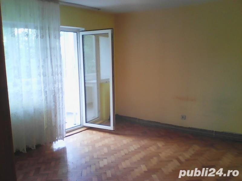 Apartament 4 camere, decomandat, 85mp, et. 2, zona Simion Barnutiu, centrala gaz.