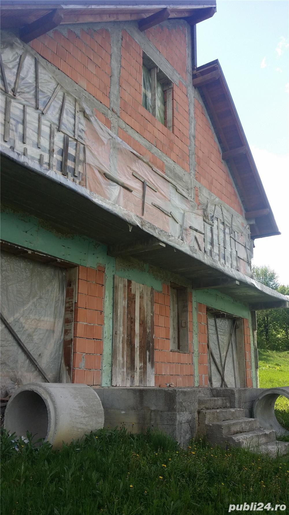 Vand casa la rosu, comuna Merisani, sat Dobrogostea