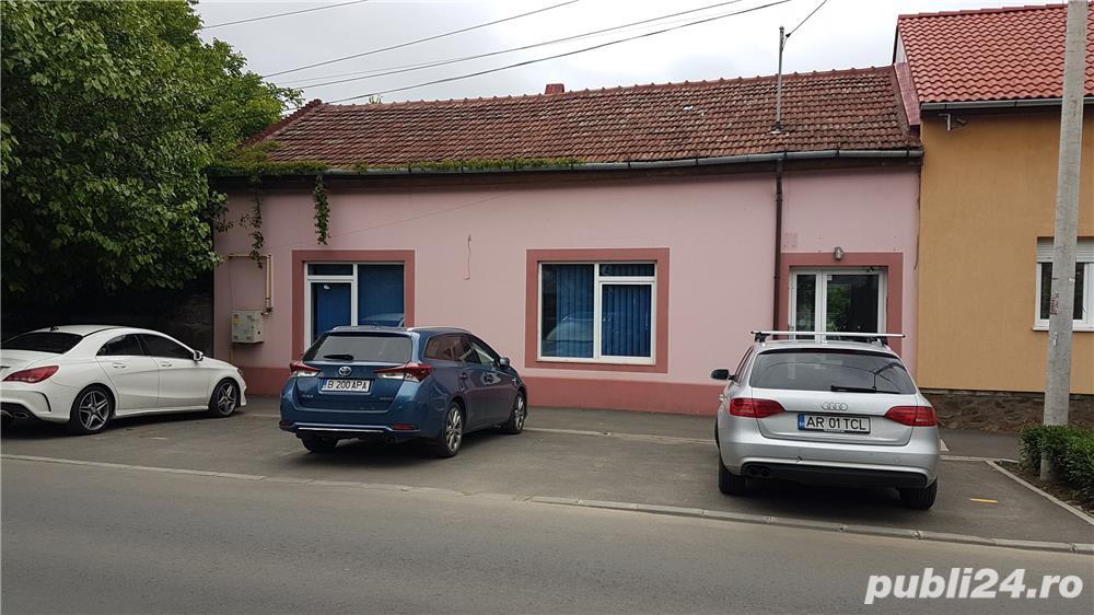 Casa / Spatiu comercial de inchiriat - in Parneava str. Liviu Rebreanu, nr. 72A