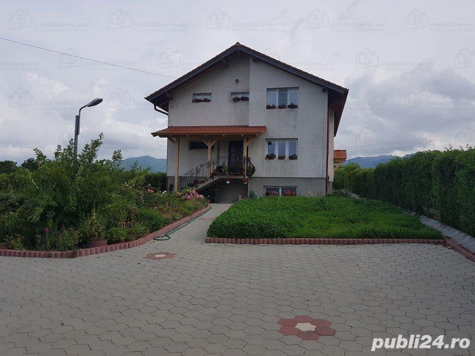 Casa ORLAT 215mp util, teren 2000mp, 4 dormitoare, 3 bai