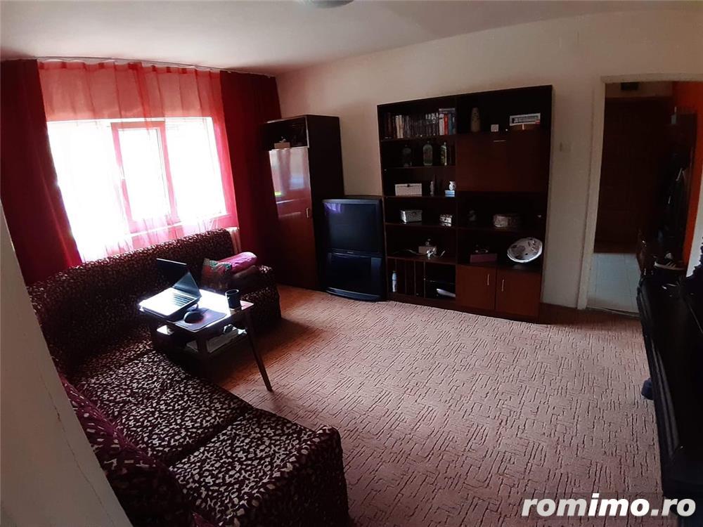Zona Lipovei apartament 2 camere semidecomandat