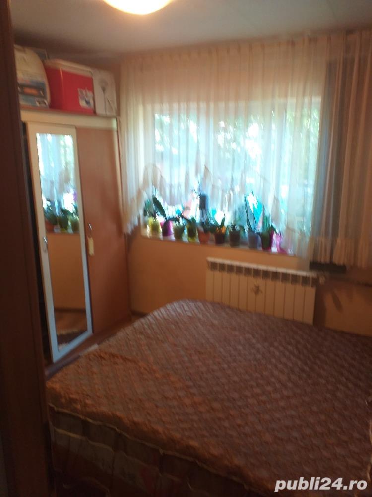 Vand  apartament cu trei camere