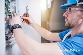 Angajam electrician - 2700 lei + 300 lei bonuri de masa