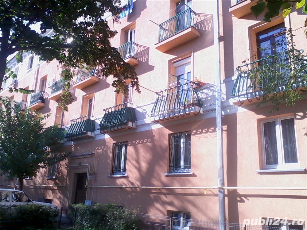 - Bloc Rusesc - Apartament de Vanzare 3 Camere - ( Bloc tip vila ) -