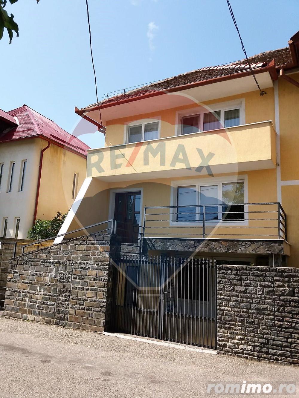 Casă / Vilă cu 4 camere de închiriat în zona Vasile Alecsandri