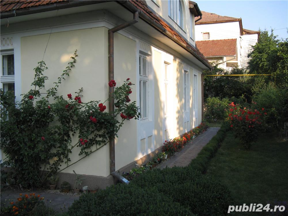 Zona Garii - 2 apartamente la casa , parter si mansarda, teren aferent fiecarui apartament