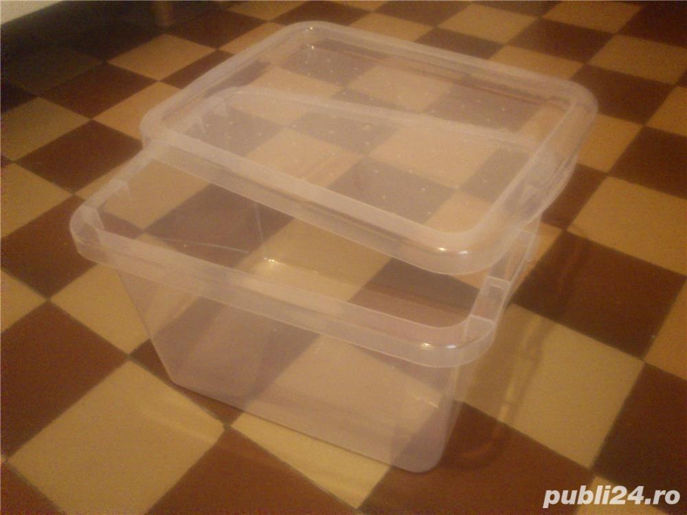 Vas recipient cutie cu capac 13 L ptr animale mici pesti 10 lei