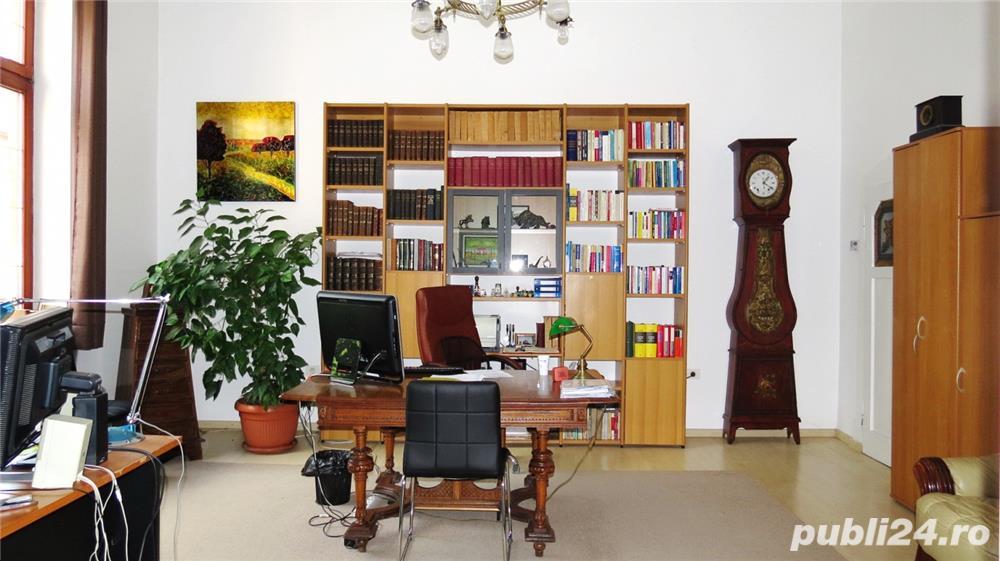 Spatiu pentru birou 4 camere, Bulevardul Revoluţiei, etajul 1, centrală pe gaz