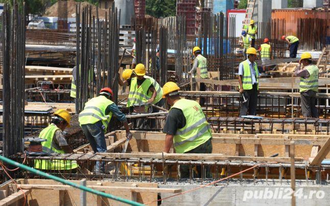 Firmă de construcții angajează