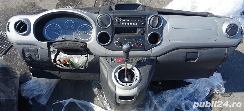 Plansa de bord Peugeot Tepee 2011 cu airbag volan si pasager