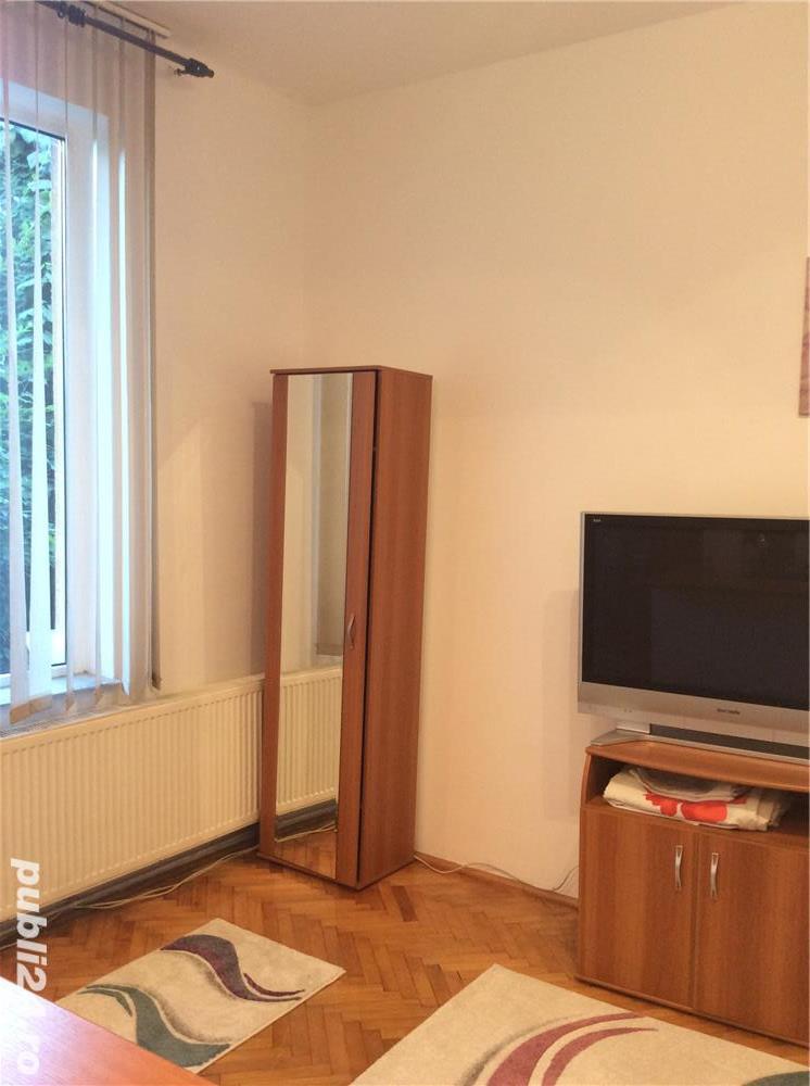 Închiriez apartament modern, cu o camera, in vila, ultracentral, cu parcare in curte.